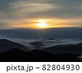 北海道トマムの夜明け 雲海テラス 82804930