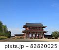 奈良市西部に広がる世界遺産の平城宮跡に復元された朱雀門 82820025