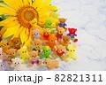 大輪の向日葵と手作りビーズテディベアの仲間たち 82821311