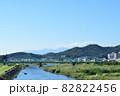 渡良瀬川に架かる足利市の中橋と赤城山 82822456