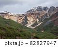 【北海道上富良野町】初冠雪の十勝岳 10月 82827947