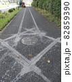 下水道工事のために道路を掘削します 82859390