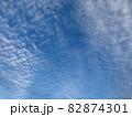 青空いっぱいに広がるいわし雲のような雲/The clouds in the sky 82874301