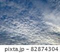 青空いっぱいに広がるいわし雲のような雲/The clouds in the sky 82874304