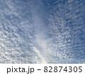 青空いっぱいに広がるいわし雲のような雲/The clouds in the sky 82874305