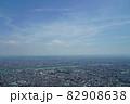 猛暑日の遠くが霞んでいる東京スカイツリーからの眺め 82908638