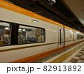 始発駅で出発を待つ特急列車 【近畿日本鉄道】 82913892