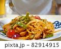 スパゲッティナポリタンを食べる人 82914915