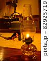 ランプと囲炉裏 82925719