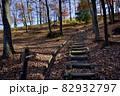 長野県千曲市の森将軍塚古墳への遊歩道 82932797