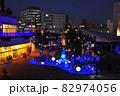 藤沢市の町並み テラスモール湘南 ヴィレッジ南広場のクリスマスイルミネーションと辻堂の町並み 82974056