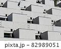 川崎にある1970年代に建てられたモダンなデザイン河原町団地の外観 82989051