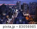 【大阪】梅田第三ビル展望台からのブルーアワー夜景と軌跡 83056985