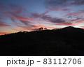 夕暮れの野反峠から弁天山 83112706