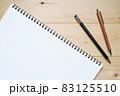 スケッチブックと2本のシャープペンシル 83125510