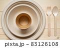 紙や木でできたエコな食器 83126108