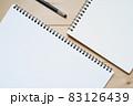 2冊のスケッチブックと1本のシャープペンシル 83126439
