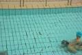 プールで遊ぶ祖父と孫 4720142