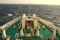 航行するフェリーの船首 4928477
