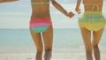 ビーチの女性 8611218