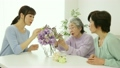 女性 高齢者 老人の動画 9894787