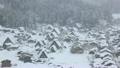 雪降りの白川郷 10043238