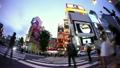 [大城市形象]新宿站前面的阿尔塔交叉口场景,各种各样的人去,扔(慢)-007 11139123