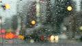 【雨素材】雨の交差点を往来する車両達のイメージ 14996077