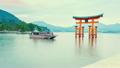 宫岛严岛神社的Otorii和船(间隔拍摄) 16927175