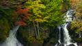 日光秋叶上色的冠瀑布 17983071