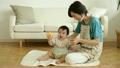 女性 子育て 赤ちゃんの動画 19612725