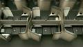 頭等艙內部由金屬金色隔板分隔 19713492