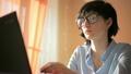 นักธุรกิจหญิง,แล็ปท็อป,การพิมพ์ 20436912
