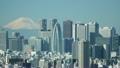 東京タイムラプス 絶景 富士山と新宿高層ビル街 快晴 山頂に吹き上げる雲 パン 20589723