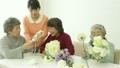 人物 女性 フラワーアレンジメントの動画 20901554