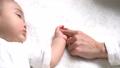 赤ちゃん 赤ん坊 人物の動画 21230111