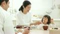 ライフスタイル ご飯を食べる家族3人 21342150