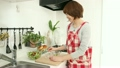 料理 女性 調理の動画 21549848