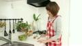 料理 女性 調理の動画 21549850