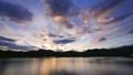 permingM1605161 空と雲のタイムラプス 湖の夜明け 22998975