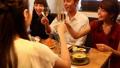 動画素材 カフェ グループ 24393121