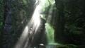 光的Yuen Fei瀑布 25364428