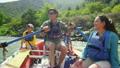 河 漂流 家庭 25497399