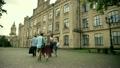 学生 ウォーキング 歩くの動画 25672352