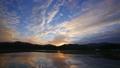 permingM1610111 空と雲のタイムラプス 湖の夜明け 25953273