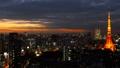 東京タイムラプス 東京タワーと大都会 富士山 フレア 日没から夜景 変化 長時間撮影 ティルトダウン 26046033