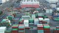 流通の拠点 コンテナターミナル トラックの群れ 東京 台場 青海 タイムラプス ティルトアップ 26749590