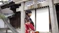 参拜靖国神社的和服的女人 26837886