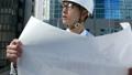 ビジネスマン 働く人 図面を見てうなずく ヘルメット 作業服 ネクタイ 設計 建設業 西新宿 ズーム 26859718