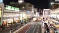 도쿄 황혼 붐비는 신주쿠 역 버스 터미널 시간 경과 빵 27430064